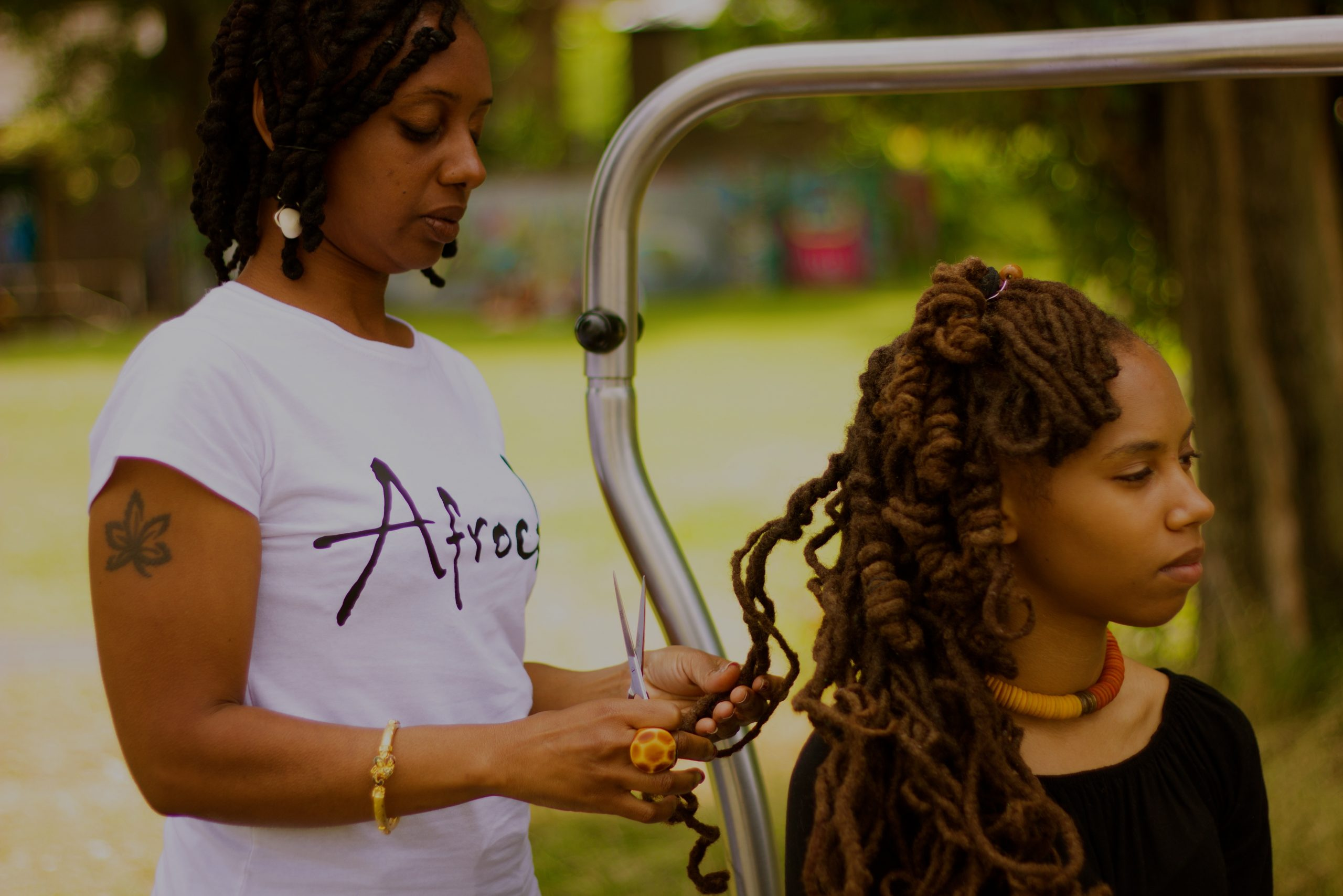 How To Find Your Natural Hair Stylist or Salon With Afrocks in Less Than 2 Minutes